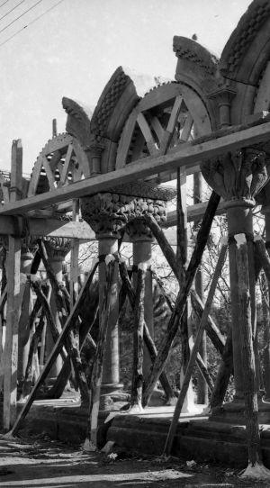 Imágenes procedentes del Archivo Municipal de Palamós del montaje del claustro