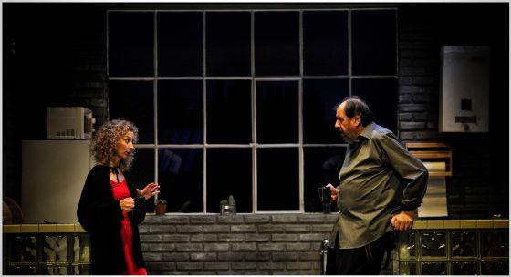 Roser Camí y José María Pou, en una escena de 'Celobert' que dirige el propio actor en el Teatre Goya de Barcelona.