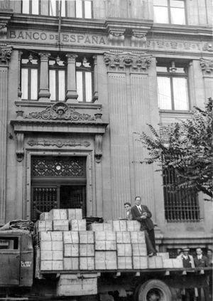 Bilbao, agosto de 1939. Han sido depositadas en los bancos bilbaínos las cajas de valores que fueron exportadas por el Gobierno Vasco y devueltas por el Gobierno de Francia.