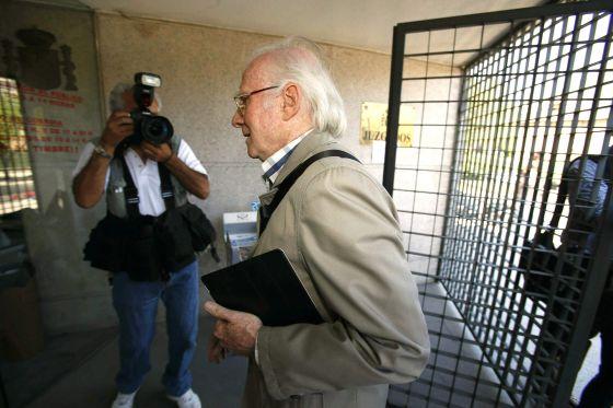 El expresidente del Consejo de Dirección de la SGAE, Eduardo Bautista a su llegada a los juzgados de Majadahonda (Madrid) el pasado día 4 de junio