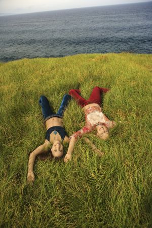 'La Oceanada' narra el viaje hacia el mar de dos adolescentes.