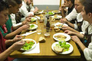 La brigada de Mugaritz, durante su 'comida de familia'