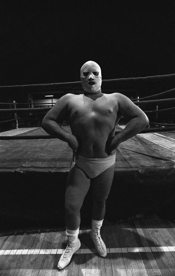 Foto 'El ángel blanco', de la serie 'Luchadores' (1987).