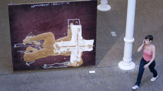 'Cuerpo' (2007), una de las piezas de la exposición de Antoni Tàpies.