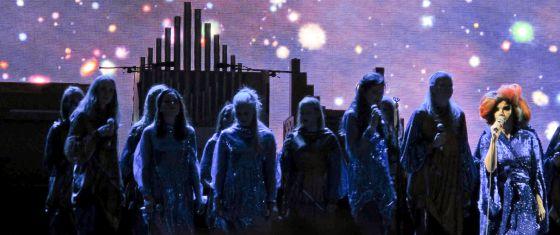La cantante Björk, durante su única actuación en España, en la Cidade da Cultura de Santiago.