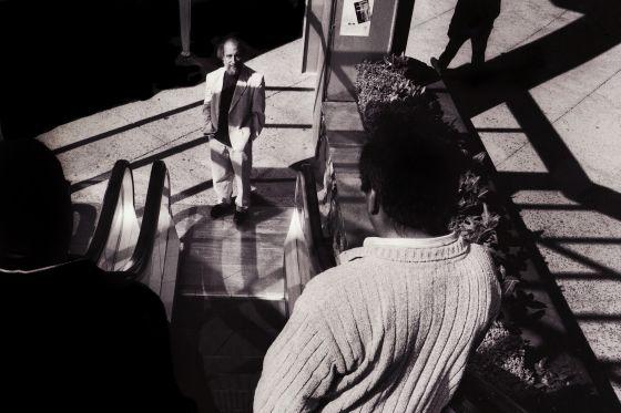 """La historia de 'Zurita' empieza en el amanecer del 11 de septiembre de 1973, el día del golpe de Estado en Chile. """"Ese día será mi día central. Para el resto de la vida"""", cuenta Raúl Zurita, de frente en el centro de la imagen."""