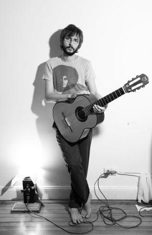 Xoél López demuestra que se puede ser cantautor e  indie