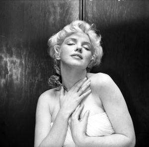 Cecil Beaton se inspiró en el 'Esclavo moribundo' de Miguel Ángel para retratar a Marilyn