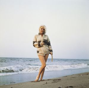 La actriz posa en la playa en 1962 como la Venus de Boticelli recién salida del mar