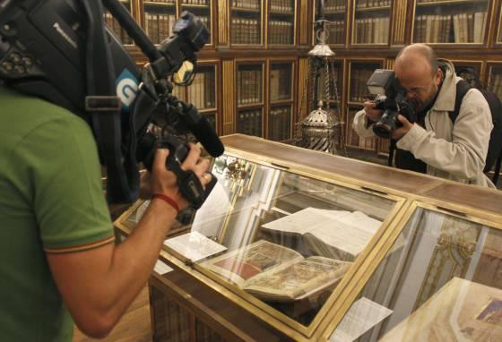 Réplica del Códice Calixtino, en la biblioteca de la Catedral de Santiago.