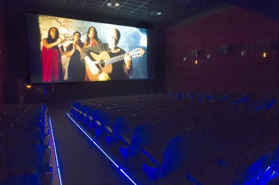 Una sala de cine de Málaga vacía, durante la proyección de la película 'Flamenco'.