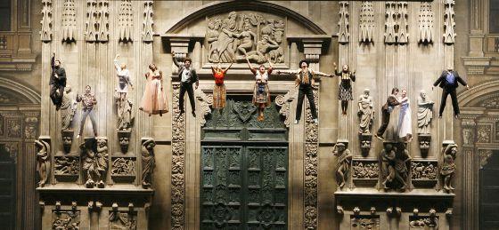 Una de las escenas más impactantes de la adaptación operística de 'El tiempo de los gitanos', de Emir Kusturica.