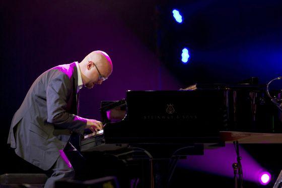 El pianista Joshua Redman, integrante del trío Bad Plus, durante su actuación en el Festival de Jazz de Vitoria-Gasteiz