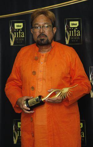 Rajesh Khanna, con su premio de la Academia India, en 2009.