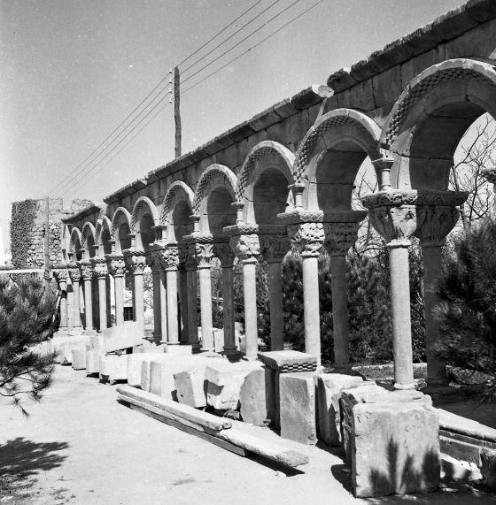 Imagen del Archivo Municipal de Palamós que ilustra el montaje del claustro en Mas del Vent.