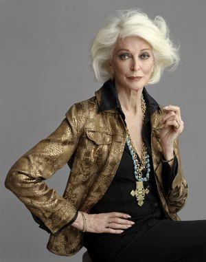 La modelo Carmen Dell´Orefice, de 81 años, sigue en activo desde que empezara su carrera en 1947.