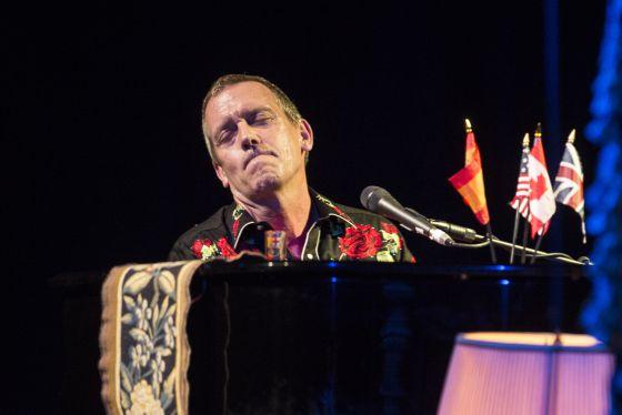 Con ustedes al piano el doctor house cultura el pa s - House doctor barcelona ...