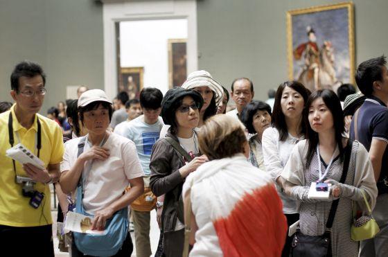 Un grupo de turistas japonesas, durante su visita al Museo del Prado.