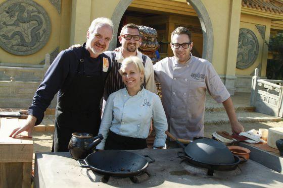Los concursantes de 'Time Machine Chefs': de izquierda a derecha, Art Smith, Chris Cosentino, Jill Davie e Ilan Hall.