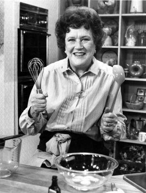 Julia Child, en su cocina televisiva, a principios de los ochenta.