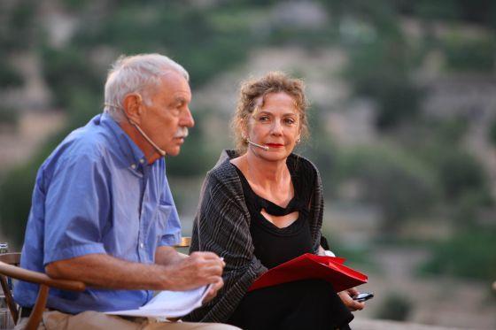 Eduardo Mendoza y la actriz catalana Rosa Novell durante una lectura de las obras del primero en Pollença