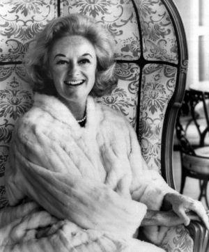 La cómica Phyllis Diller posa para un retrato en 1969.