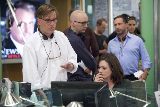 El guionista Aaron Sorkin durante la grabación de la serie de televisión 'The Newsroom'.