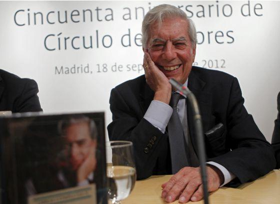 El escritor Mario Vargas Llosa durante la presentación de su obra periodística en Madrid.