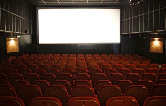 Una sala de cine vacía.