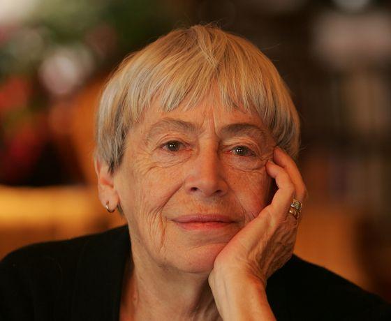 La escritora norteamericana recibió a 'El País Semanal' en su casa de Portland (Oregón, EEUU).