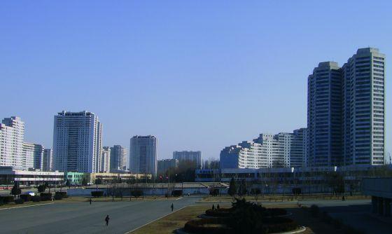 El barrio de Kwangbok, montañas de cemento armado en la periferia de Pyongyang.