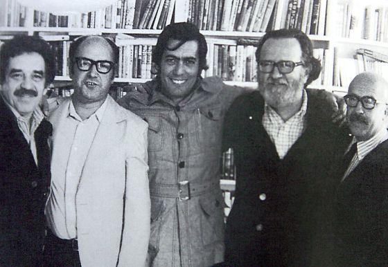 De izquierda a derecha, Gabriel García Márquez, Jorge Edwards, Mario Vargas Llosa, José Donoso y Ricardo Muñoz Suay, en 1974.