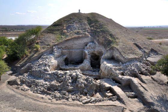 Restos de una de las casas de dos pisos encontradas cerca de Provadia, en Bulgaria
