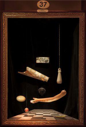 Una de las vitrinas del El museo de la inocencia.