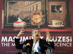 Orhan Pamuk durante la presentación en 2008 de su libro 'El museo de la inocencia'.