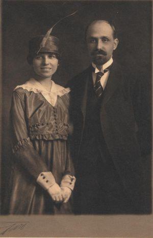 Zenobia Camprubí y Juan Ramón Jiménez en su boda en la Iglesia de St. Stephen, en Nueva York el 2 de marzo de 1916.