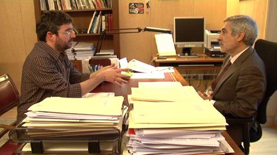 El presentador de 'Salvados', Jordi Évole, entrevista a Gaspar Llamazares