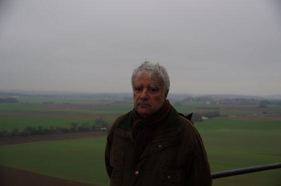 El escritor Ildefonso Arenas, en el escenario de la batalla.