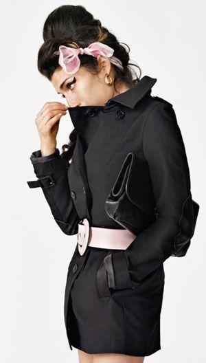 La cantante Amy Winehouse fotografiada por Bryam Adams para una campaña de publicidad en 2011.