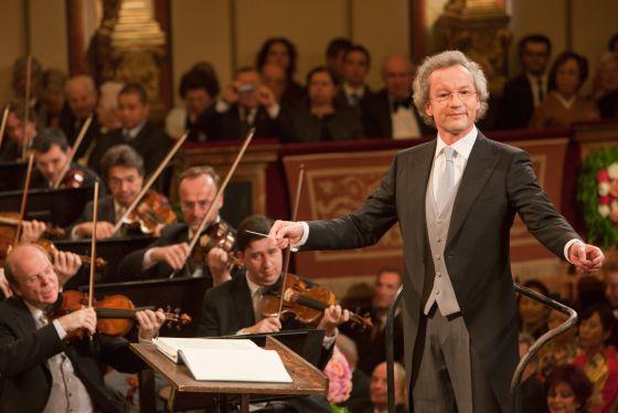 El director Franz Welser-Möst dirigiendo a la Filarmónica de Viena en el Concierto de Año Nuevo de 2011.