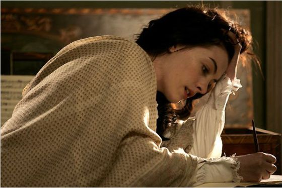 Anne Hathaway en la película 'La joven Jane Austen'.