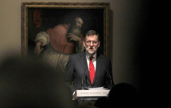 El presidente del Gobierno, Mariano Rajoy, lee su discurso durante el acto de la donación de la colección Várez Fisa al Prado.