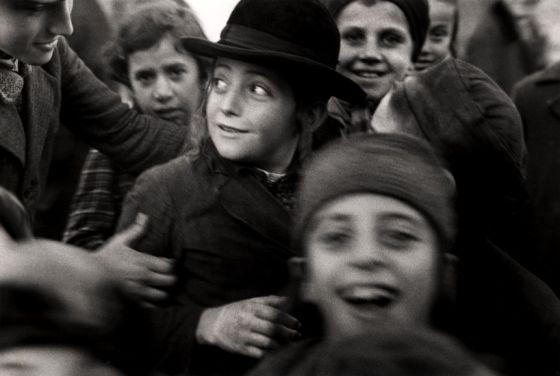 Niños de una escuela judía retratados por Roman Vishniac en algún lugar de Europa del Este.
