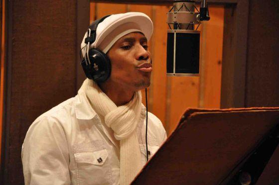 El músico cubano Pedrito Martínez en plena grabación.