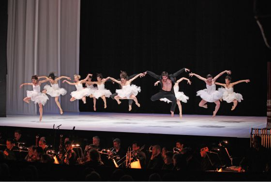 Espectáculo del grupo Dancebox en la Ópera de Atenas.