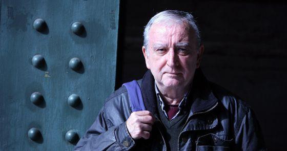 Rafael Chirbes obtuvo el Premio de la Crítica en 2008 por la novela 'Crematorio', luego convertida en serie de televisión. En la imagen, el escritor en Valencia.