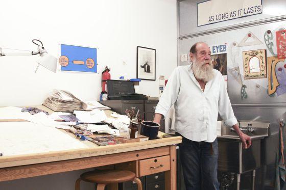 El artista Lawrence Weiner.