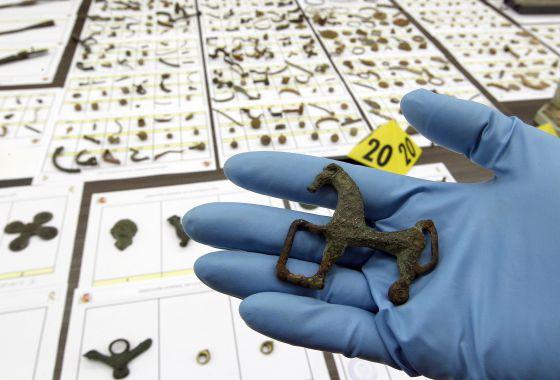 Material incautado por la Guardia Civil durante la operación 'HELMET'.