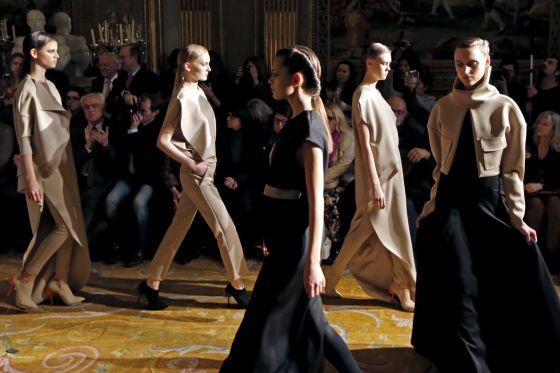 Un momento del desfile de Amaya Arzuaga ayer en París.