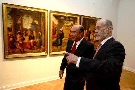 El presidente de Banco Santander, Emilio Botín, y el comisario de la exposición, José Manuel Cruz Valdovinos, en la apertura de la muestra.